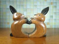 Wooden Pairs Rabbit Mesh Heart Hand Carved Rain Tree Wood Home Deco Collect gift