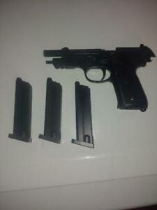 Beretta M92 A1 CO2 Air Pistol .177 Cal BB Full Auto/Semi auto, With 3 magazines