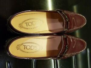 Tods women flat leather shoes new in perfect condition.