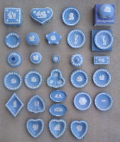 BLUE WEDGWOOD JASPERWARE - SELECTION OF PIN DISHES, TRINKET POTS ETC
