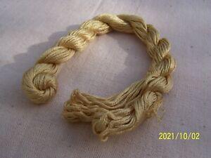 Mercerie ancienne : écheveau de fil de soie de Lyon. Jaune paille. Réf. n°184
