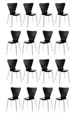 Chaises noires en chrome pour le salon
