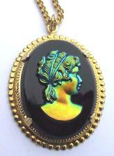 Formidable bijou pendentif couleur or vintage camée verre unique collection 3254