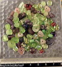 Mélange de perles de verre artisanales variées vert clair rose 50g