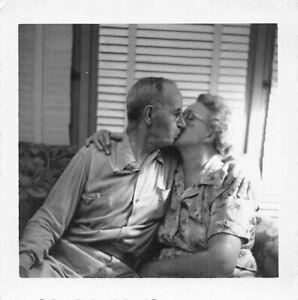 AFFECTIONATE OLDER COUPLE KISS EMBRACE MAN WOMAN HAPPY MARRIAGE VTG PHOTO 378
