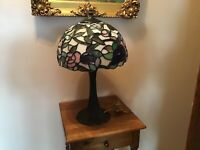 """Stunning 19"""" HEAVY Stained Glass Hummingbird Shade Table Lamp"""