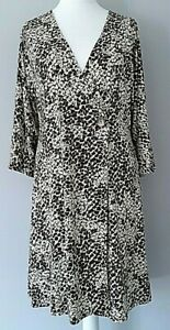 V By Very Woman's Jersey Printed Wrap Dress - Animal Print - Size 16 -18 -24 -26