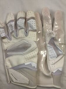 Julio Jones Atlanta Falcons Game Used Worn Gloves 09/22/19 at Colts TD COA