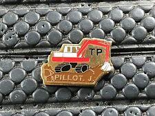 PINS PIN BADGE CAR TRACTEUR TRACTOR PELLE  PILLOT