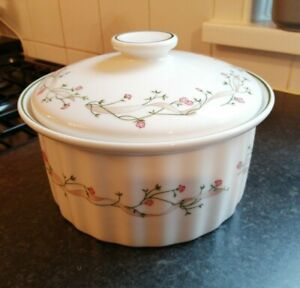 LARGE ETERNAL BEAU LIDDED CASSEROLE DISH LOVELY CONDITION 2LT JOHNSON BROTHERS