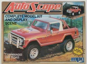 MPC 1-0912 - AutoScape Commando Off-Road w/Display Scene 1/25 Scale Model Kit