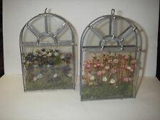 2 mooie raamdecoraties in glas met lood - versierd met droge bloempjes