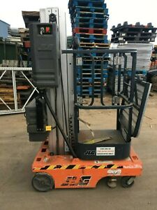 2007 JLG 12SP MAN LIFT 12' DECK/18' WORK HGT 12V PUSH AROUND STYLE, W/OUTRIGGERS
