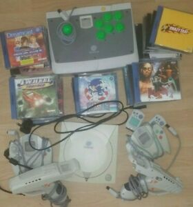 SEGA Dreamcast with 28 games, 2 gun controllers and arcade controller