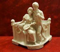 Magnifique bouquetière - Couple en biscuit de porcelaine