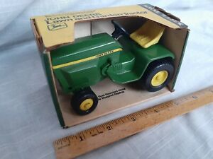 Rare vintage in mint condition the John Deere lawn and garden tractor