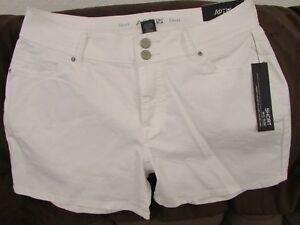 "Ladies ""Apt 9"" Size 4, White Rinse, Mid Rise, Double Button, Shorts"