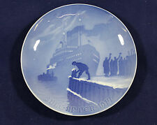 1917 Bing and Grondahl Christmas plate 'Arrival of the Christmas Boat'