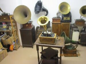 A Edison Standard cylinder phonograph working with recent horn