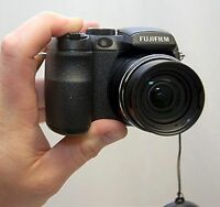 "FujiFilm FinePix S1000 fd Digital Camera 10-MP 12x ZOOM 2.7"" LCD Lens-Ding"