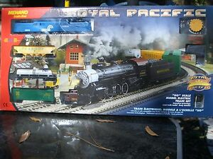 HO IHC  CONRAIL GG-1  FRT. TRAIN SET P.R.R  / IHC  GG-1& 4 CARS TRACK & PACK