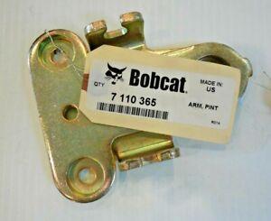 New Genuine OEM Bobcat Pintle Arm 7110365