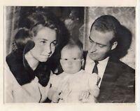 Fotografia de Los Reyes Juan Carlos y Sofia con el Principe Bebe (DS-552)
