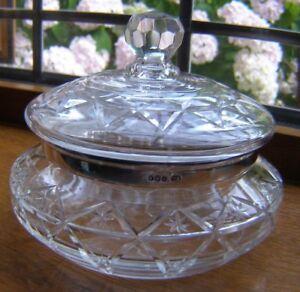 BEAUTIFUL VINTAGE 1928 CUT GLASS CRYSTAL LIDDED POWDER BOWL HALLMARK SILVER RIM