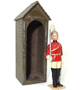 BRITAINS 1940'S LIFE GUARD OFFICER WITH SWORD IN LEAD SENTRY BOX