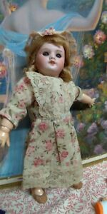 Ancienne poupée Bleuette, SFBJ, 27 cm + trousseau chaussures 1930 super état