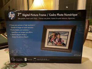 HP DF730A2  7' LCD Digital Photo Frame