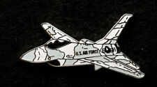 F-16 FIGHTING FALCON F16 GRAY CAMO LAPEL HAT PIN UP US AIR FORCE PILOT CREW WING