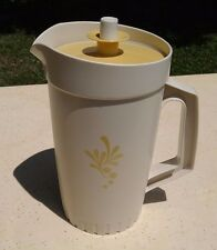 Vintage Tupperware Almond 1qt pitcher with almond plunger seal lid 874