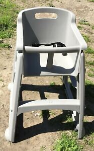 Rubbermaid Plastic Restaurant High Chair on Casters wheels LOCAL PICKUP ONLY