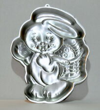 Wilton Special Delivery Bunny Aluminum Cake Pan – 1991- #2105-9001