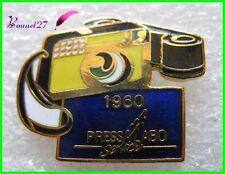 Pin's Histoire de la Photographie Appareil photo press Labo Modéle 1960 PLS10#H2