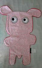 Doudou Chien plat Notsobig Tissus ROSE motifs  dessous velours ROUGE - NEUF
