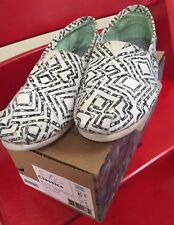 Toms Womens Classics Geometric Print Slip On Shoes Size 6.5 M Black Off White
