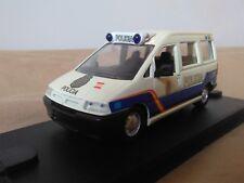 Antigua miniatura 1:43 Scale Carr PR044 Peugeot Expert de 2000 Policía Nacional.