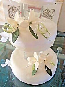 WEDDING CAKE SUGAR STAR LILIES IN IVORY ,