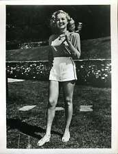 BETTY GRABLE JSA SIGNED 7X9 PHOTO AUTHENTICATED AUTOGRAPH