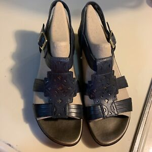 Clarks Navy Blue Bendables Sandals, Size 8.5W New