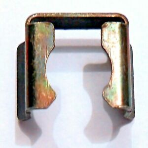 PORSCHE# 930 110 388 01 NEW FUEL INJECTOR CLIP (sold 10 per bag))