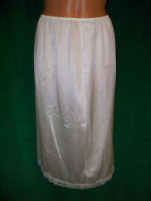 L'eggs silky nylon white half slip sz M length 26.5 /Waist 23 unstretched Nice