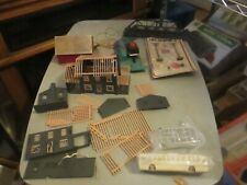HO SCALE LARGE ASSORTMENT OF BUILT UP STRUCTURES AND PARTS