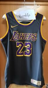 Nike Lebron James Los Angeles Lakers earned Edition Swingman jersey L in hand