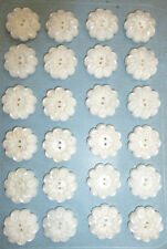 24 Pretty 2cm Snow White Vintage Flower Buttons