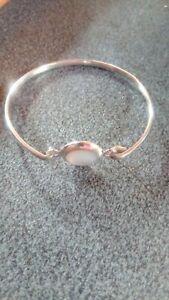 Stunning Silver Bracelet Marked 925 Iridescent Single Central Stone