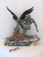 Grande sculpture en métal époque art déco : l'homme et l'aigle