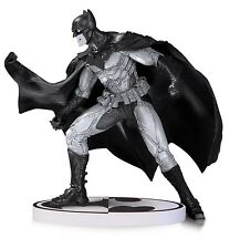 BATMAN STATUE - BLACK & WHITE - LEE BERMEJO - DC COLLECTIBLES - 2ND EDITION